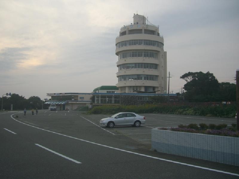 潮岬望楼の芝駐車場