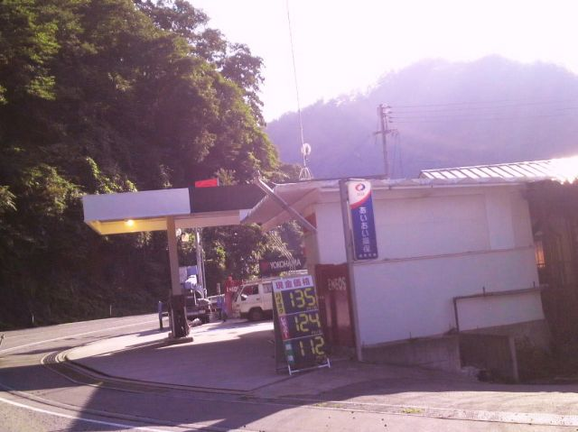ガソリンスタンド ENEOS 比和SS / (有)比和石油店